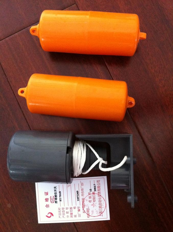 "ST-70AB液位控制器ST-70AB水位开关ST-70AB水泵开关ST-70AB浮球开关 产品介绍: 用途: 本品适用于工厂及家庭的自备水泵(单相,三相)、水井及贮水池和水塔、冷却塔等供水系统的水位自动控制。 特点: 1结构简单,性能可靠。 能输出稳定可靠的""通""、""断""开关控制信号,可靠性高."