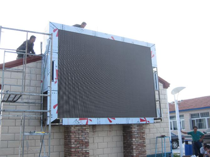 立柱式室外双色显示屏装置方式运用了高材料钢结构的